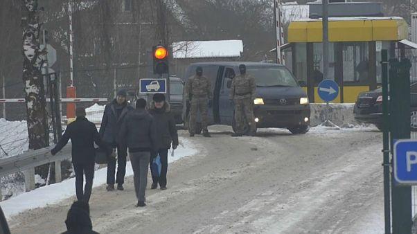O momento da troca de espiões na fronteira entre ambos os países