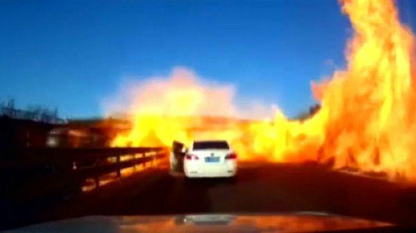 چین؛ فرار راننده خودرو از انفجار تانکر حامل گاز طبیعی