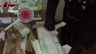 Ιταλία: Ετοιμάζονταν να ρίξουν εκατομμύρια πλαστά ευρώ στην αγορά