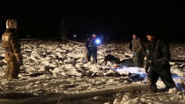 Düşen Rus yolcu uçağıyla ilgili soruşturma sürüyor