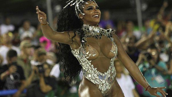 Samba e sensualidade no Carnaval do Rio