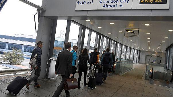 Londra City Havalimanı savaştan kalma bomba yüzünden uçuşa kapatıldı
