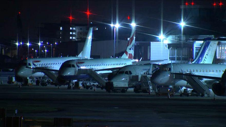 Bomba miatt zárták le London egyik repterét