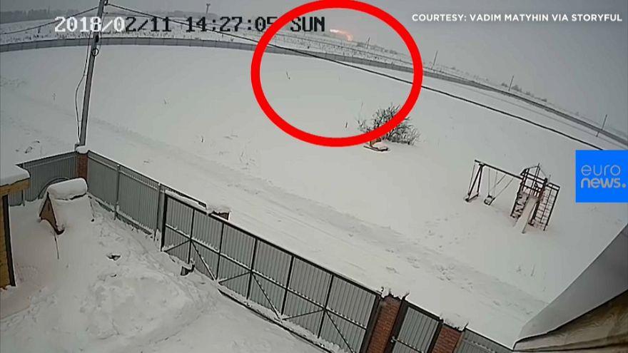Una cámara de seguridad muestra el momento del accidente aéreo de Moscú