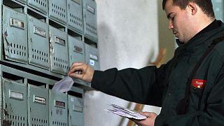 Ma kezdték a választási értesítők kézbesítését