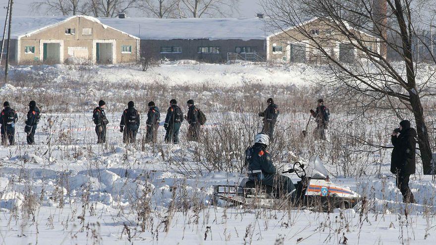 Flugzeugabsturz nahe Moskau: Ursache weiter unklar