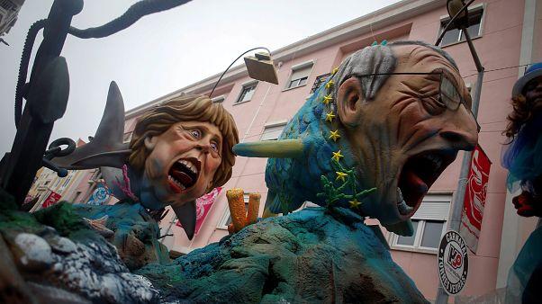Merkel e Trump em destaque no Carnaval de Torres