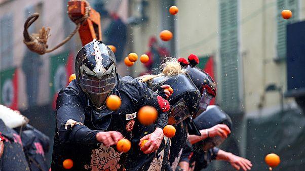 «جنگ پرتقال» در ایتالیا با ۵۰۰ تن میوه گندیده برگزار شد