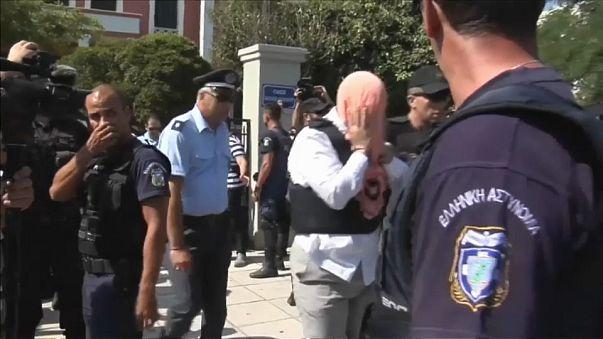 Yunanistan'da sığınmacı askerlere tutuklama kararı kaldırıldı