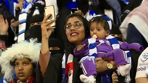 إحدى المشجعات السعوديات خلال مباراة كرة قدم