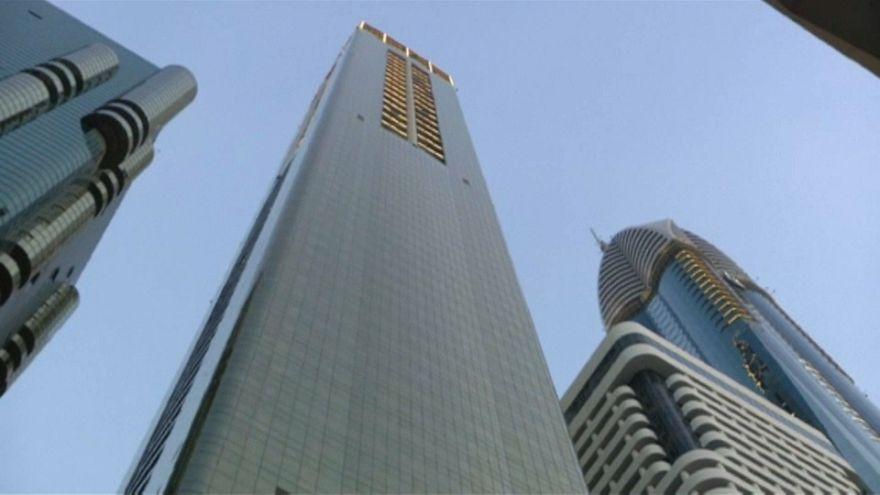 شاهد .. دبي تدشن أطول فندق في العالم
