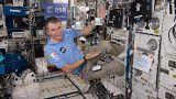 #AskSpace: como se preparam os astronautas para lidarem com a falta de gravidad?