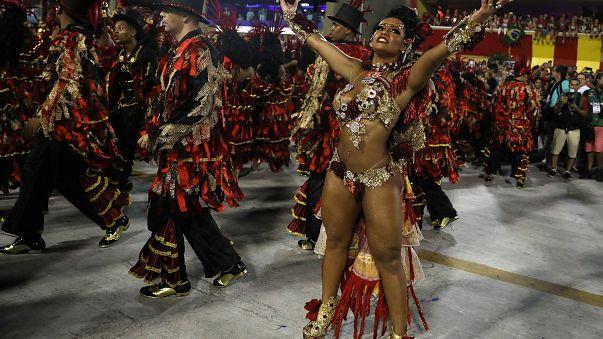 Drag queen Raissa de Oliveira de la escuela de samba Beija-Flor