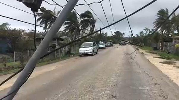 Indul a segítség a ciklon sújtotta Tongára