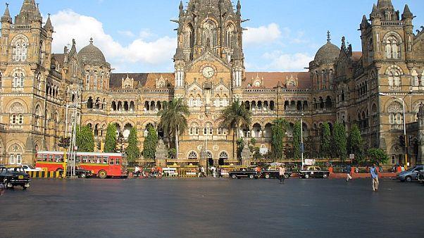 محطة القطار الرئيسية في مدينة مومباي في الهند