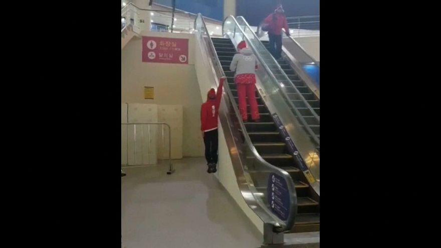 طريقة جديدة لصعود السلالم المتحركة