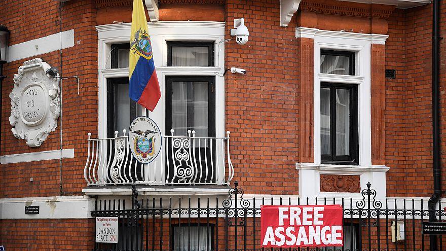 Justiça britânica mantém mandado de detenção contra Assange