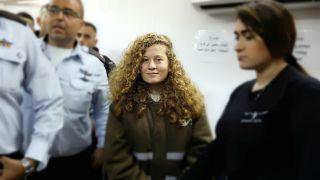 İsrail askerine tokat atan Filistinli kız Ahed Tamimi'nin duruşması ertelendi