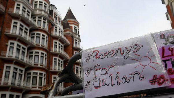 بريطانيا ترفض من جديد إلغاء الأمر باعتقال أسانج