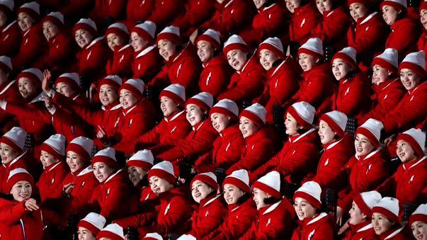 Le cheerleaders per la squadra simbolo delle Coree unite