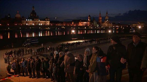 Élőlánccal emlékeztek Drezda lebombázására