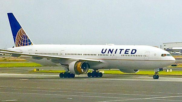 شاهد بالفيديو: تفكك محرك طائرة تابعة للخطوط الجوية المتحدة خلال طيرانها فوق المحيط الهادئ