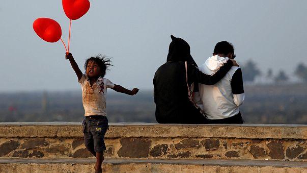 عيد الحب والجدل في العالم العربي والإسلامي وشيخ سعودي بارز يرحب به