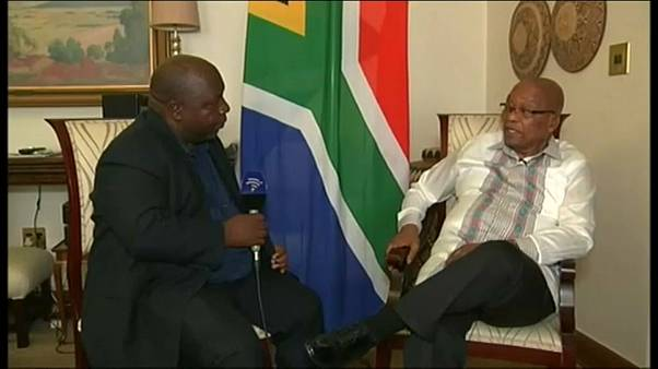 Zuma üzerinde istifa baskısı artıyor