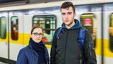 Jovem salva criança dos carris do metro