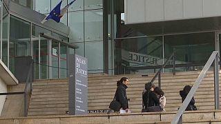 محاكمة فرنسي(30 سنة) بتهمة إقامة علاقة جنسية مع طفلة عمرها 11 عاما!