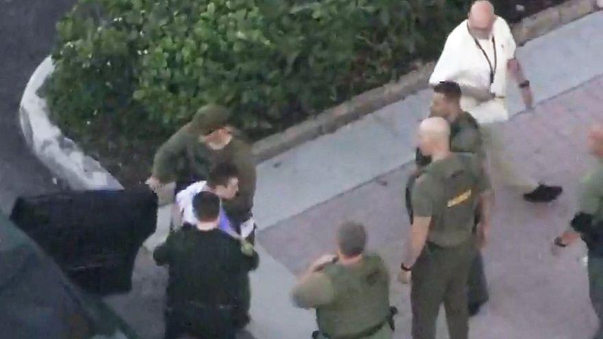 بالفيديو.. الصور الأولى للحظة القبض على سفاح مجزرة مدرسة فلوريدا