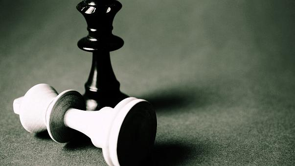 الاتحاد الدولي للشطرنج يقول إن حساباته البنكية في سويسرا جمدت بسبب عقوبات سوريا