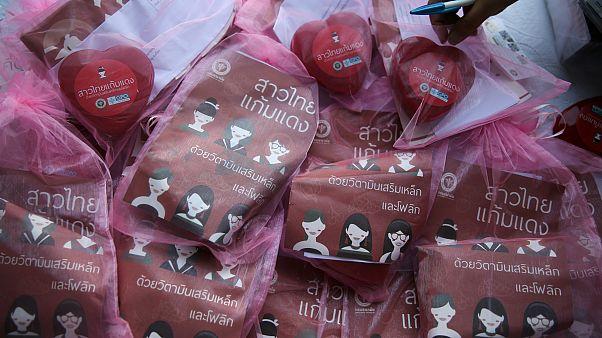 فيتامينات تم توزيعها في عيد الحب في بانكوك