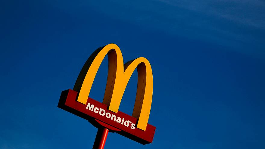 ماكدونالدز تحذف التشيزبرغر من قائمة وجبات الأطفال