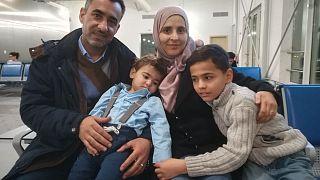 A Hanan család a repülőtéren
