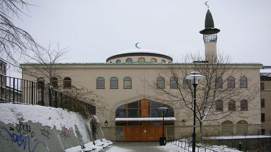 كيف دعم أحد الأساقفة في السويد حقّ المسلمين في إقامة شعائرهم الدينية؟