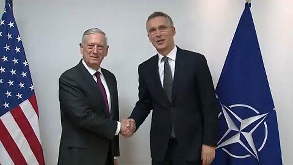 Le ministre américain de la Défense et le secrétaire général de l'Otan