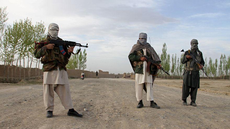 ثلاثة من مسلحي حركة طالبان في مقاطعة غازني في أفغانستان