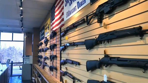 هجوم فلوريدا يثير الجدل مجددا حول حيازة الأسلحة النارية في أميركا