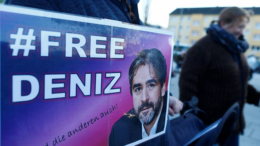 Nach 1 Jahr in Haft: Deniz Yücel hat das Gefängnis in Istanbul verlassen