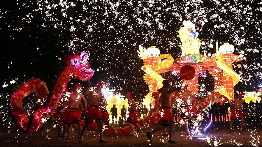 Tschüss Hahn, hallo Hund: Chinesisches Neujahrsfest weltweit | Euronews