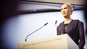 Robô humanóide Sophia esteve no debate sobre inteligência artificial