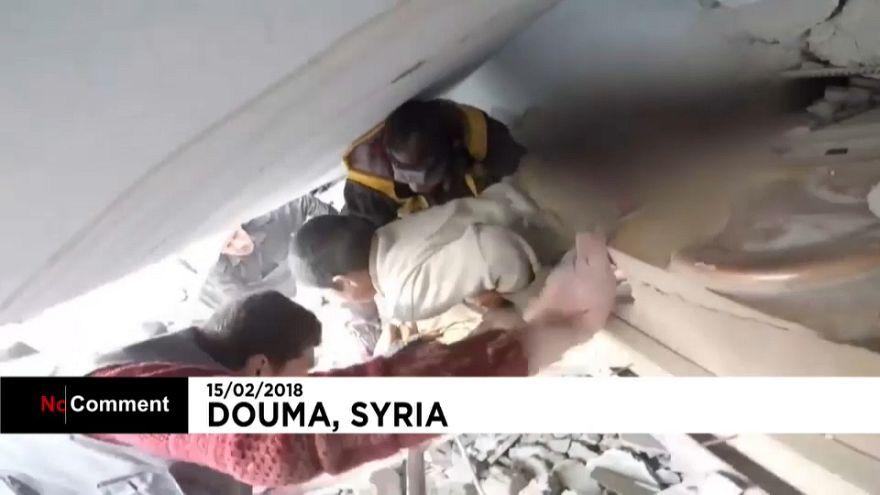 Dramatische Rettung eines Jungen in Syrien - aus einem völlig zerstörten Gebäude