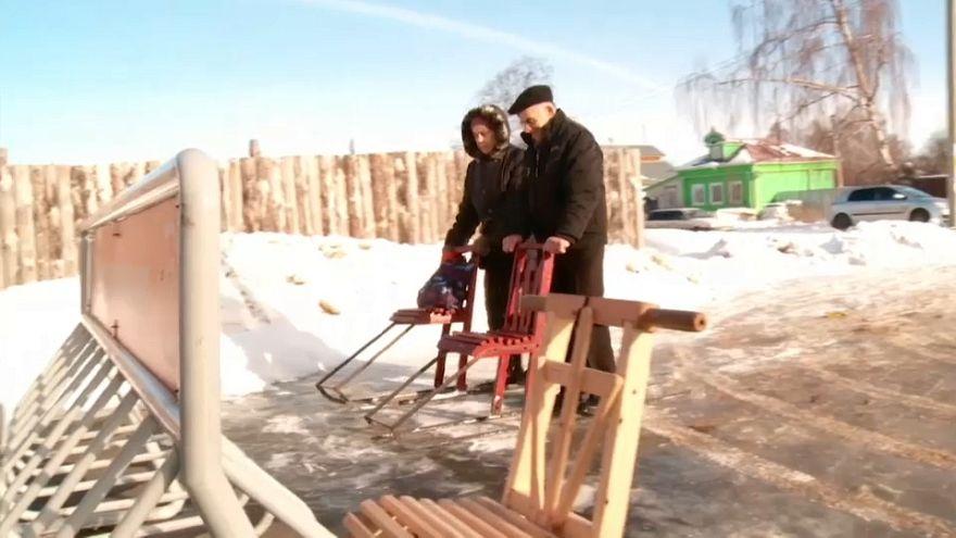 متعة للتمتع بثلوج الشتاء بالنسبة للبعض ووسيلة للنقل بالنسبة للبعض الآخر