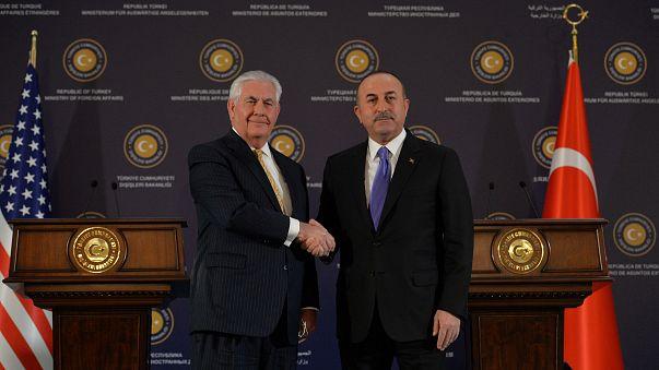 "Tillerson e Erdoğan em Ancara falam numa ""crise ultrapassada"""