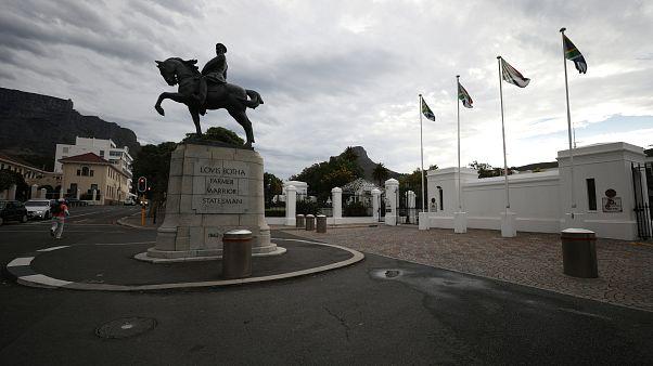 Νότια Αφρική: Από το κλαμπ των Brics στην κρίση