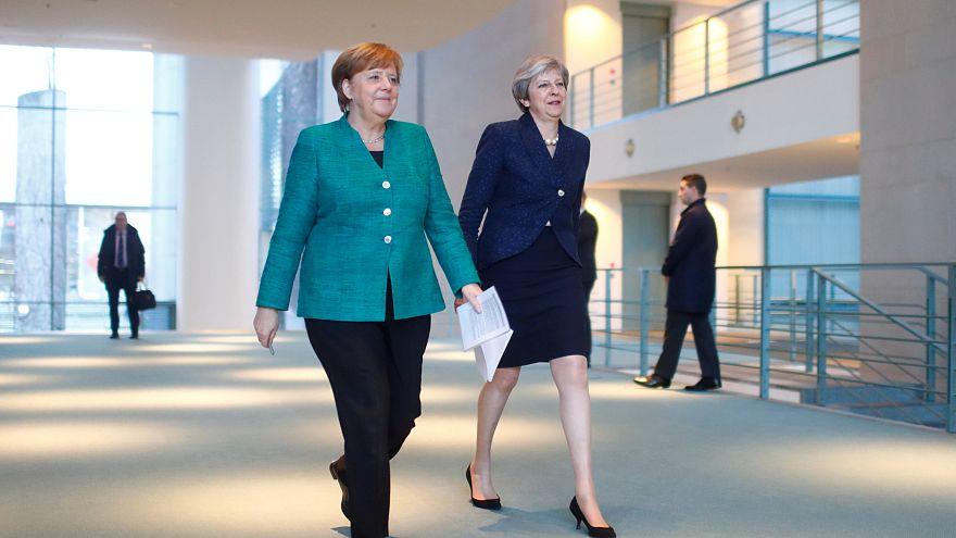 """Merkel e May em """"conversações positivas"""""""