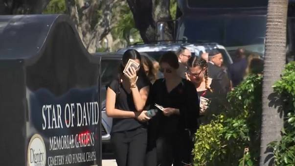 Imagen de uno de los primeros funerales de las víctimas del tiroteo