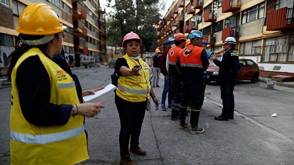 هلیکوپتر وزیر کشور مکزیک در جریان بازدید از مناطق زلزله زده دچار حادثه شد