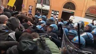 Bologna, scontri e polemiche per il comizio di Forza Nuova